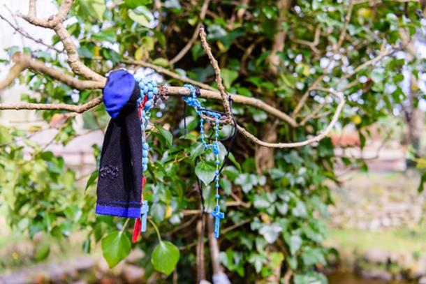 For good luck people tie strips of fabrics and beads around the branches of fairy trees. (Stephen / Adobe)