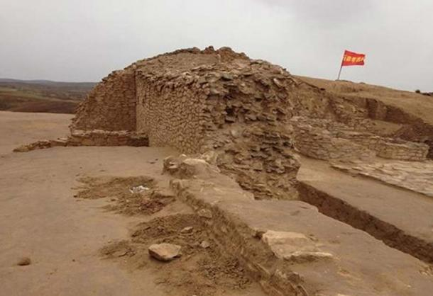Fortification wall in the Neolithic settlement site of Shimao (Shaanxi, China)