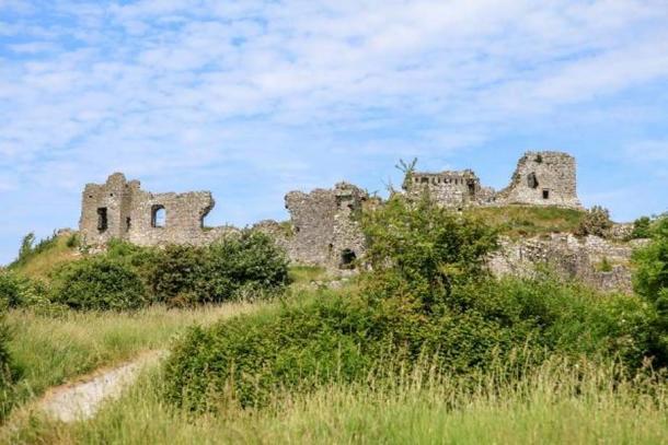 Fortification walls at Dunamase. Credit: Ioannis Syrigos