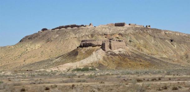 Fortresses of Ayaz Kala 1 and 2 in the republic of Karakalpakstan and the Kyzyl Kum desert in Uzbekistan. Ayaz Kala 1 at the top and Ayaz Kala 2 is beneath. (Public Domain) Ayaz Kala 3 is behind.
