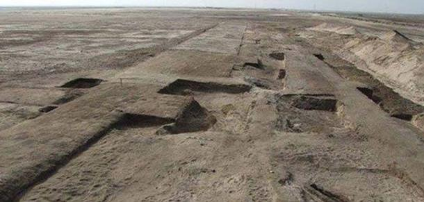 Foundation of a fortress discovered at the site of Tell Habua, old Tjaru, in 2015.