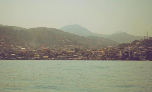 View of Freetown on the way to Bunce Island, Sierra Leone (Joelle/ CC BY-NC-ND 2.0)