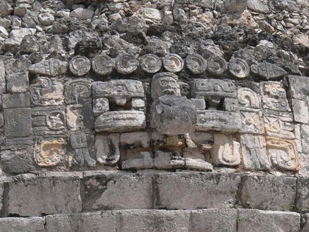 Friezes at El Caracol (Wolfgang Sauber/CC BY-SA 3.0)