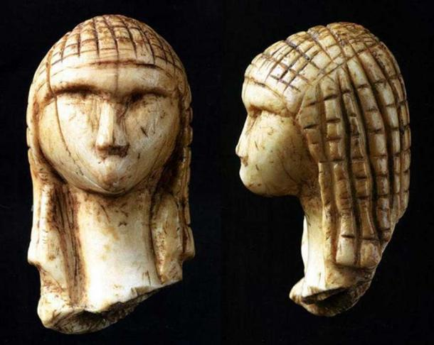 Front and side view of the Venus of Brassempouy, circa 24000-22000 BC. (Public Domain)