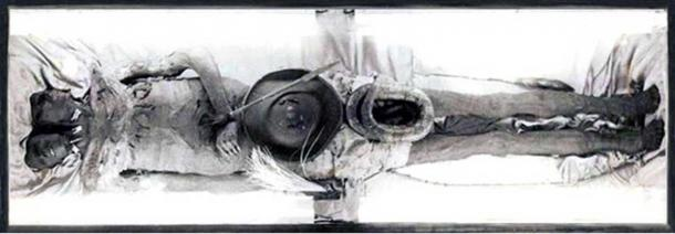 Full length image of the body of Kap Dwa.