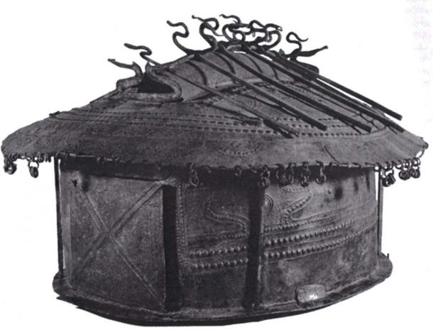 Funeral urn depicting a wattle and daub hut, 8th century BC. , Museo nazionale di Villa Giulia, Roma (Public Domain)