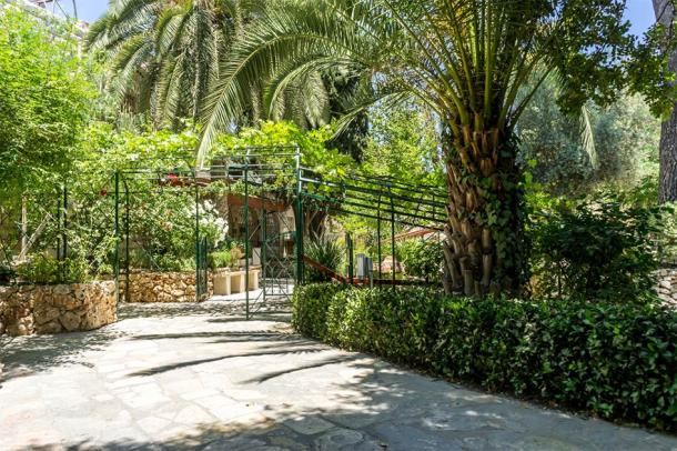 The Gardens of the tomb in Jerusalem, Israel (alefbet26 / Adobe Stock)