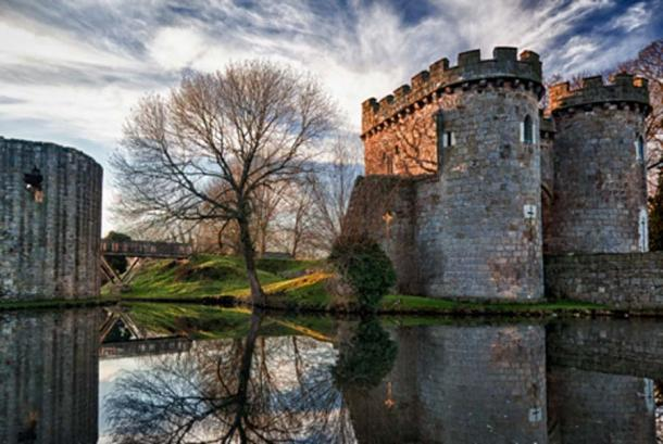 Gatehouse of Whittington Castle, Shropshire. The FitzWarin family seat was established at Whittington Castle. (steheap / Adobe Stock)