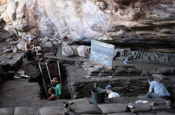 General view of the excavation in Diepkloof Rock Shelter site, South Africa. (V. Mourre, INRAP/CC BY-SA 3.0)
