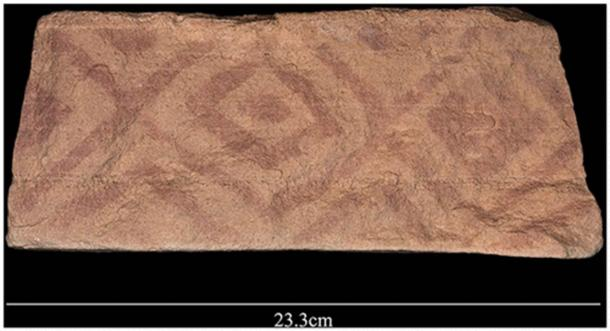Geometric painted pattern found on a block that formed part of the platform of a mustatil. (Groucutt et al. / The Holocene)