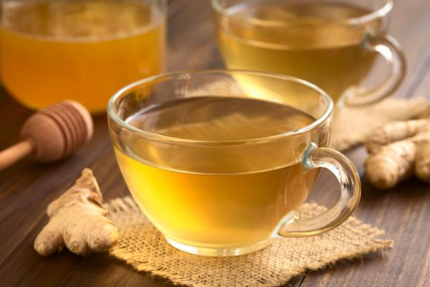Ginger, lemon and honey tea is recommended in Ayurvedic medicine to sooth sore throats and suppress dry coughs. (Ildi / Adobe Stock)