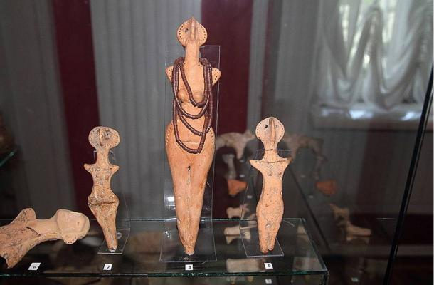 Goddess-type sculptures from the Cucuteni-Trypillian culture.