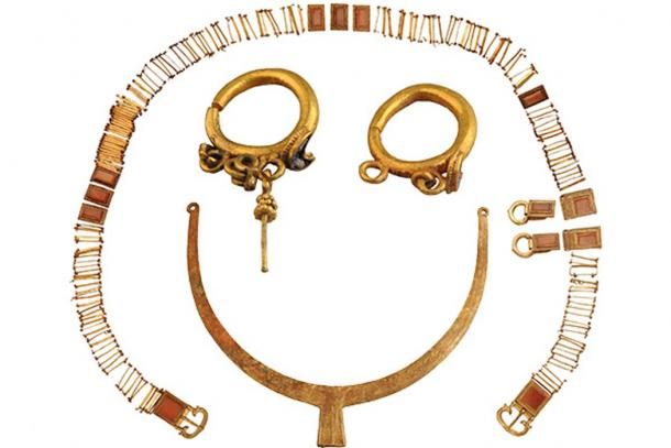 Gold belt, earrings and necklace unearthed in a tomb of the Northern Wei Dynasty (AD 386-534) in the Inner Mongolia autonomous region