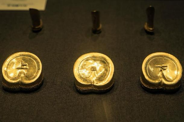 Gold horseshoe decorations from the Liu He tomb. (Image: nocoev.com)