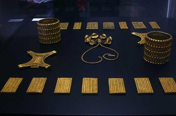 Gold pieces from the treasure hoard. (© José Luiz Bernardes Ribeiro / CC BY-SA 3.0)
