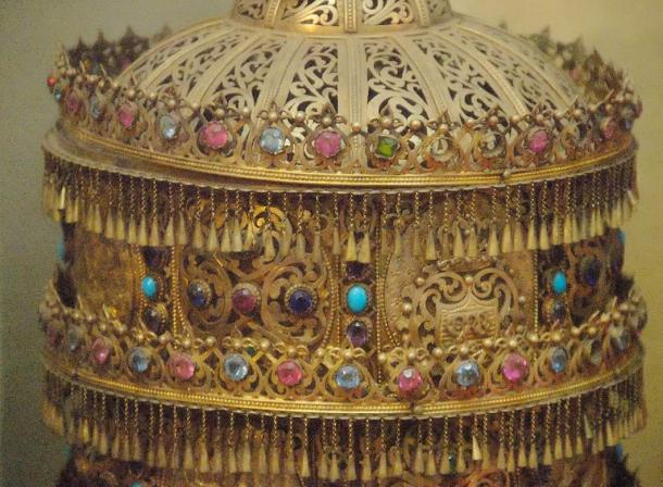 Aksum traded precious gold with the Roman Empire. Golden crown in the National Museum of Ethiopia