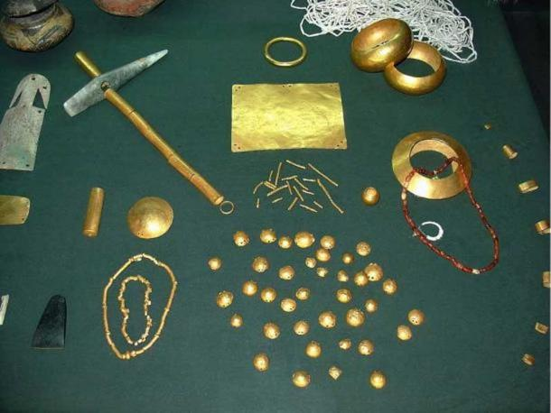 Golden objects found in the necropolis at Varna.