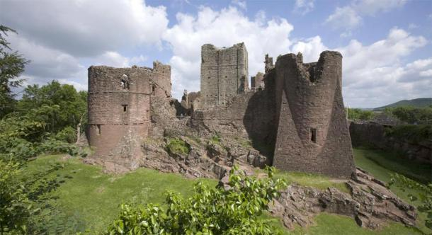 Goodrich Castle in Herefordshire has been hit hard by illegal metal detecting. (david hughes /Adobe Stock)