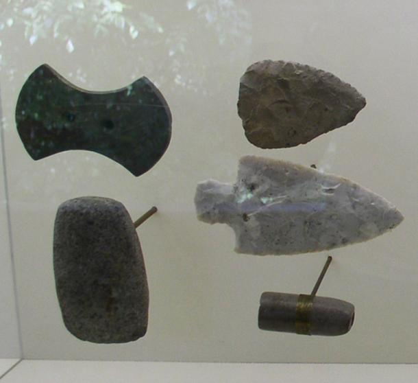 Gorgets and points from the Adena culture, found at the Serpent Mound site. Representational image.
