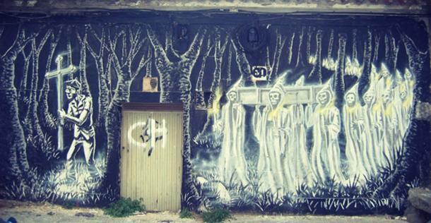 Graffiti of the Holy Company (Santa Compaña) in Pontevedra.