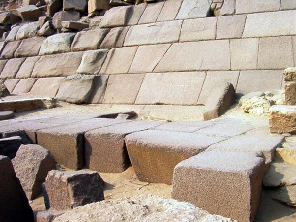 Granite casing stones of Menkaure's pyramid. (JMCC1 / CC BY-SA 4.0)