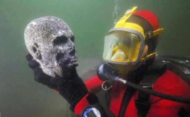 Granite head of a priest discovered in the submerged ruins of Thonis-Heracleion, Alexandria, Egypt (Cristoph Gerigk)