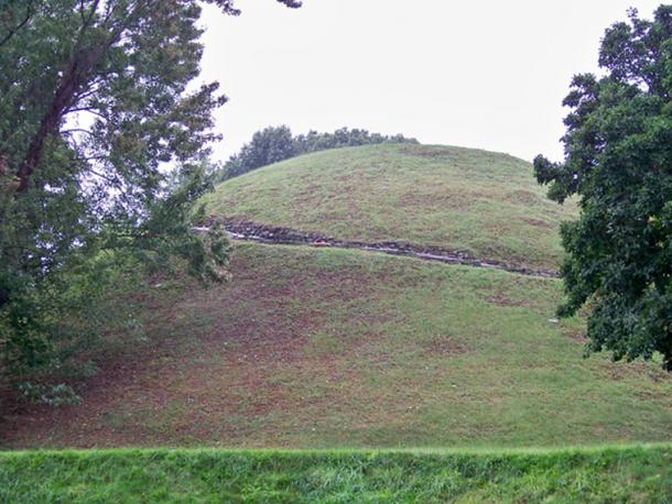 Grave Creek Mound, Moundsville, West Virginia, USA