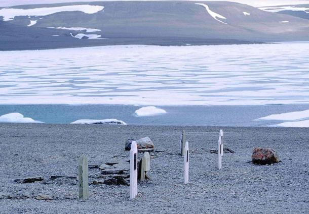 Graves of seamen of John Franklin Expedition from 1845 on Beechey Island, Nunavut, Canada. Buried are three members of the expedition, as well as Thomas Morgan of HMS Investigator who died in 1853 during a research mission, and another unidentified grave.