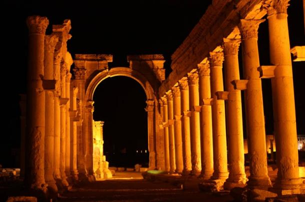 The Great Colonnade and Monumental Arch, night view.