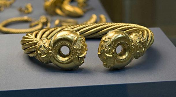 The Great Torc, Snettisham, buried around 100 BC. The torc is one of the most elaborate golden objects from the ancient world. It is made from gold mixed with silver and weighs over 1 kg.