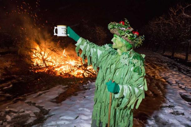 A Green Man toasts the health during wassailing tradition (CC BY-SA 2.0)