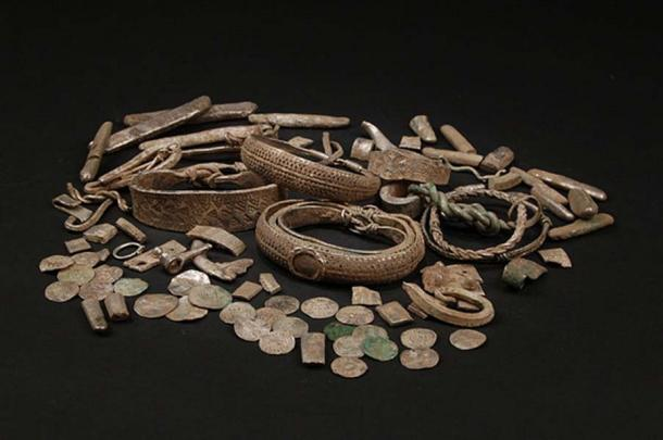 Group shot of the Silverdale Hoard finds. Image by Ian Richardson. (CC BY-SA 2.0)