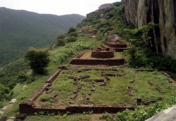 Gurabaktakonda Buddhist Monastery remains at Ramateertham, India (CC BY-SA 3.0)