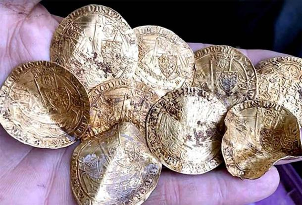 Part of the Hambleden hoard found in Buckinghamshire (20th on the list), 2019 (Suffolk Sifter – Detectorist / YouTube)