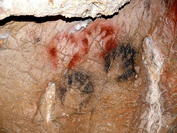 Hand Paintings in Grotte de Gargas, France. (Yoan Rumeau/CC BY SA 4.0)