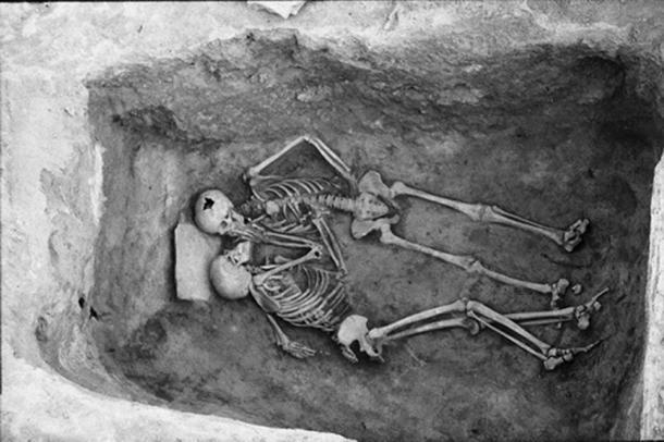 Hansanlu Lovers skeletons in their sparse grave