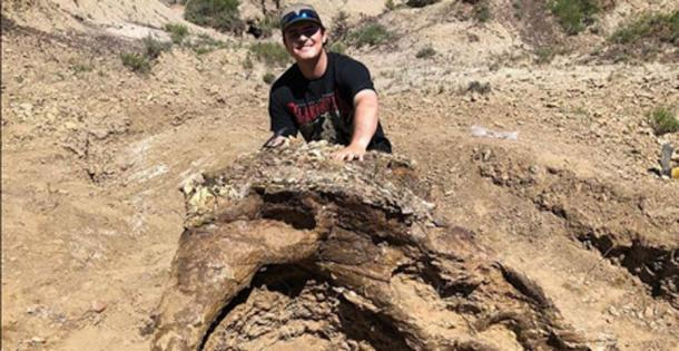 Harrison Duran with the triceratops skull in North Dakota. (Fossil Excavators)