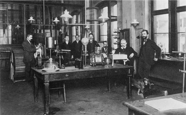 Heinrich Dreser in the Pharmacological Laboratory of Bayer 1897. (Bayer / Public Domain)