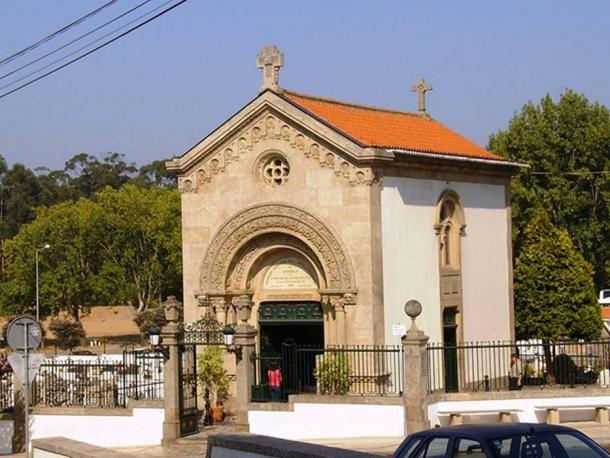 Her remains rest in Capela de Santa Maria Adelaide, Arcozelo. (Public Domain)