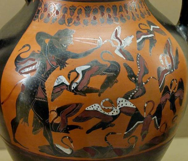 Heracles killing the Stymphalian birds with his sling. (Jastrow / Public Domain)