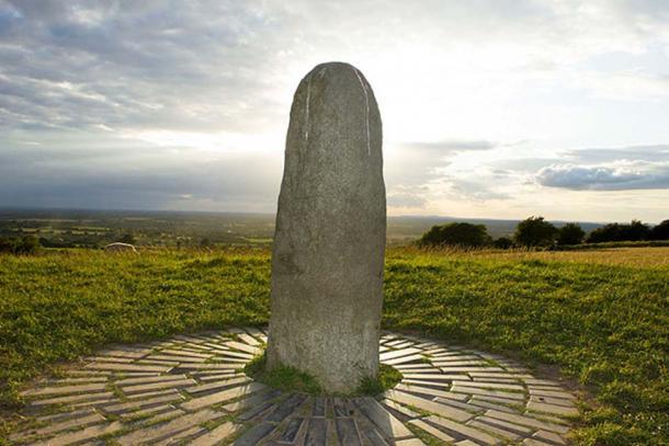 Hill of Tara - monument honoring the High Kings of Ireland. (JohnJDuncan / CC BY-SA 4.0)