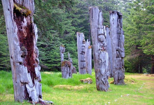 Historic totem poles of Haida village (Fotolia)