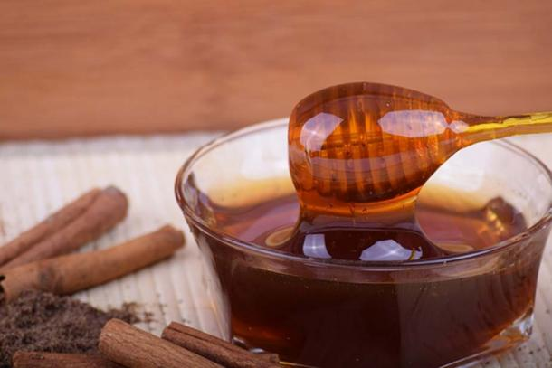 Honey is featured in more than 900 ancient Egyptian recipes (public domain)