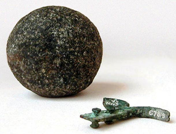 Hook and granite ball recovered in the Great Pyramid by Dixon and Grant in 1872. (F l a n k e r / Public Domain)