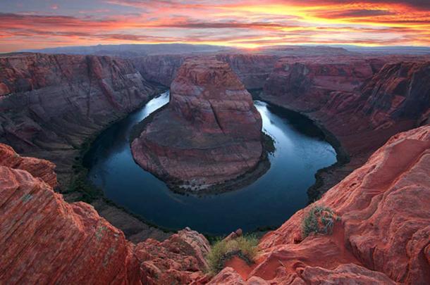 """Image credit © """"Horseshoe Bend Sunset"""" Loree Johnson."""