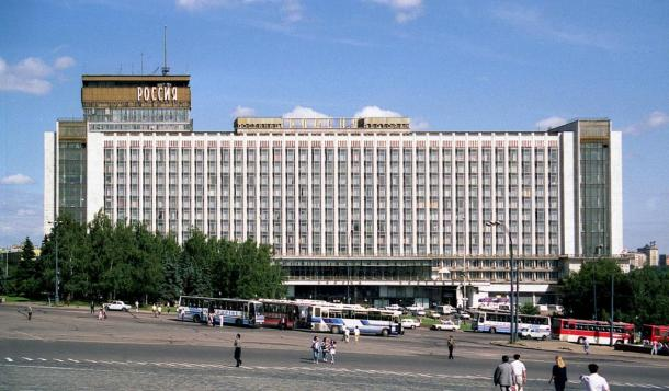 The Hotel Rossiya, which stood in the Zaryadie district, under which the old road has been excavated. The hotel was demolished in 2006.