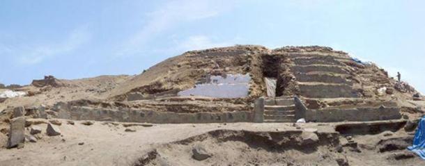 Huaca de los Idolos, Aspero, Peru.