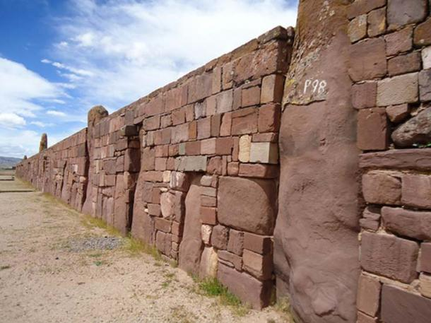 Huge fortified walls at Tiahuanaco. (CC BY-NC 2.0)