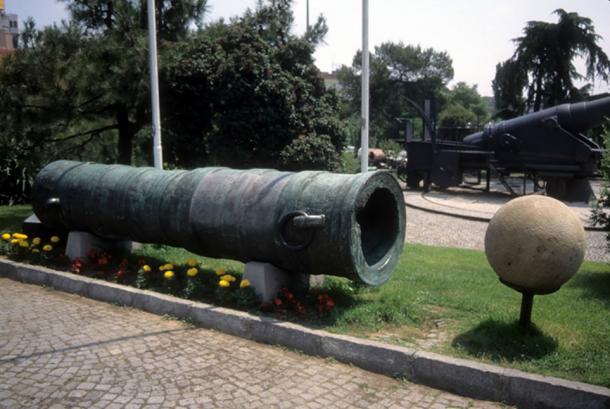 Huge siege cannons were used by the Ottomans in the siege of Consantinople (cascoly2 / Adobe)