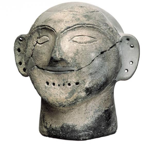 Human-sized clay head found at Varna necropolis.